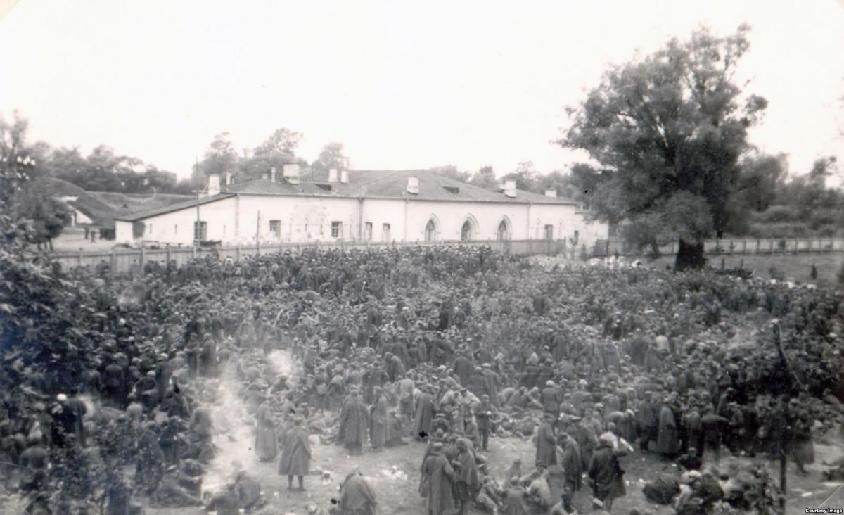 Фото защитников Брестской крепости,взятых в плен.