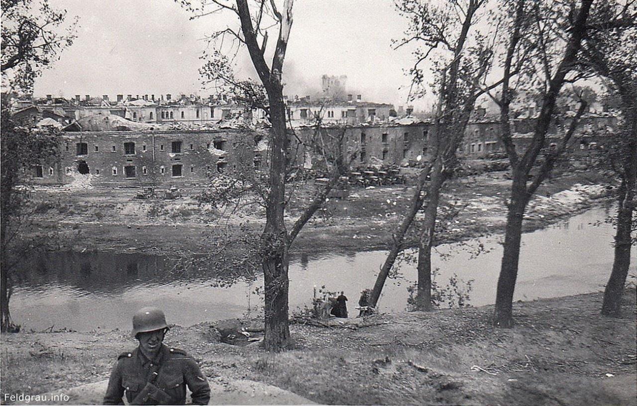 Фото разрушенной Брестской крепости
